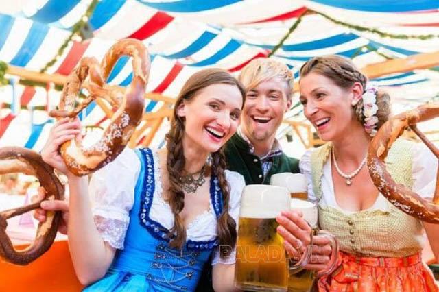 Bánh Pretzel trong lễ hội truyền thống của người Đức