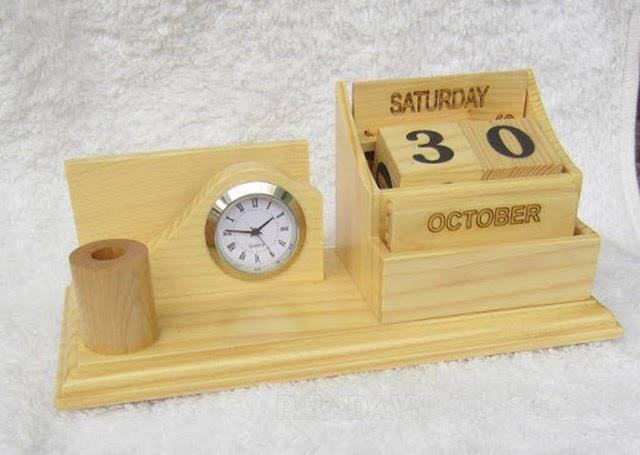 Đồng hồ gỗ trang trí